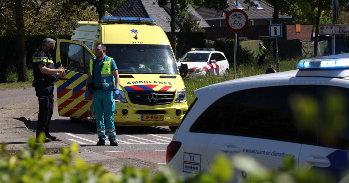 Fietser naar ziekenhuis na aanrijding met auto in Groningen.