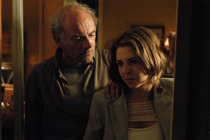 Francesca Vanthielen (Hannelore) en Herbert Flack (Van In) in de verfilming van 'De Midasmoorden'.