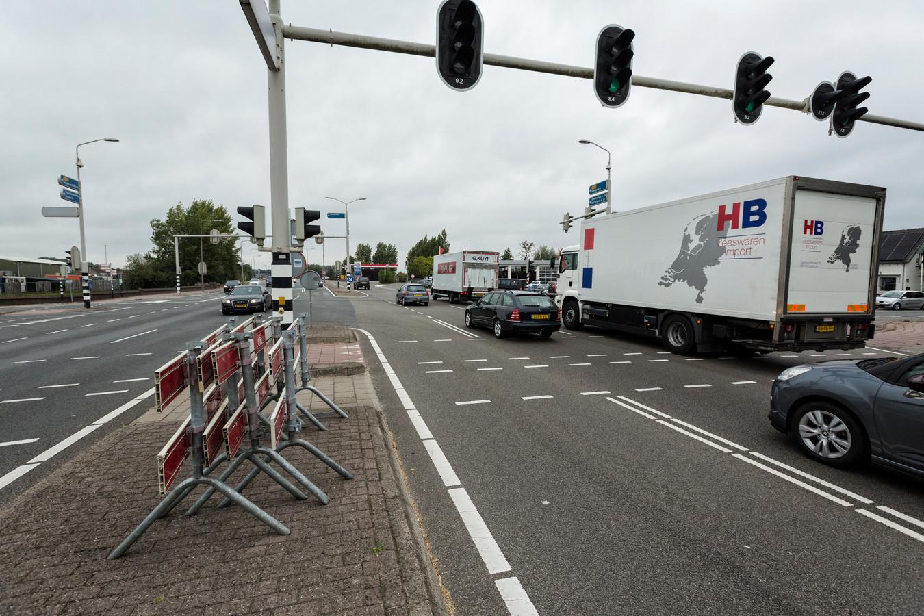 De kruising in Leimuiden waar de Reeuwijker veel te hard reed.