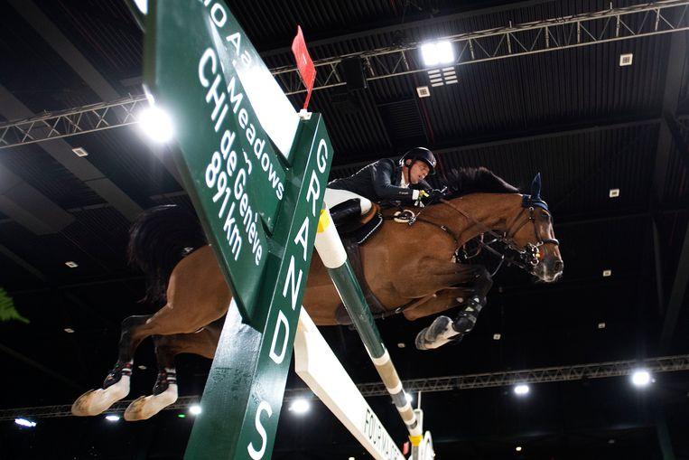 Harrie Smolders legt de hindernissenoefening af met zijn paard Monaco op Indoor Brabant in Den Bosch. Beeld Hollandse Hoogte /  ANP