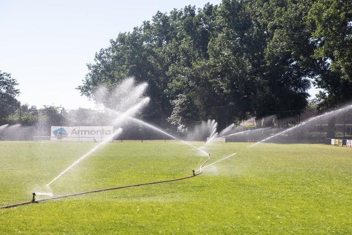 Tijdens de droge zomer van 2018 werd er extra veel kraanwater verbruikt.