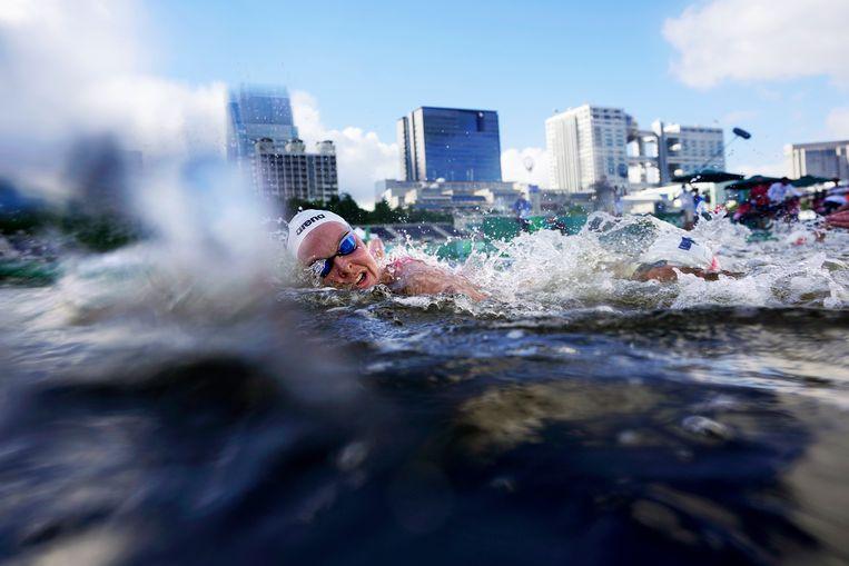 Sharon van Rouwendaal tijdens de race in Tokio. Beeld AP