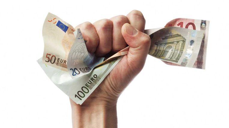 De hoogst gediplomeerden ontvangen maandelijks al snel 500 euro meer dan hun leeftijdsgenoten zonder studieknobbel. Beeld Shutterstock
