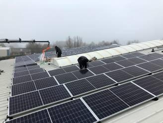 Gemeente plaatst 92 zonnepanelen op dak van werkplaats