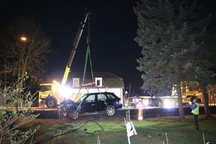 Auto crasht in Harmelen en belandt enkele meters verder in het weiland