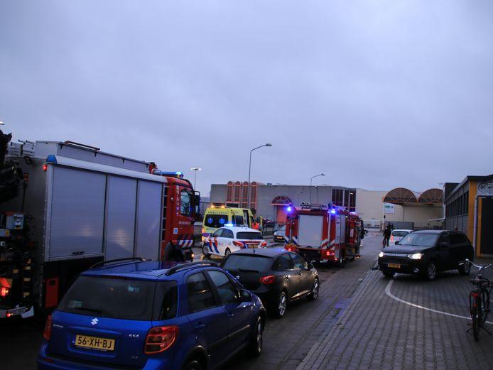 Veel hulpdiensten zijn aanwezig bezig bij het ongeluk.