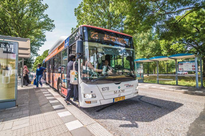Een van de vorig jaar opgeheven haltes in de Rijswijkse Muziekbuurt die volgens de bewoners terug moeten komen. 'Bewoners gedupeerd'.