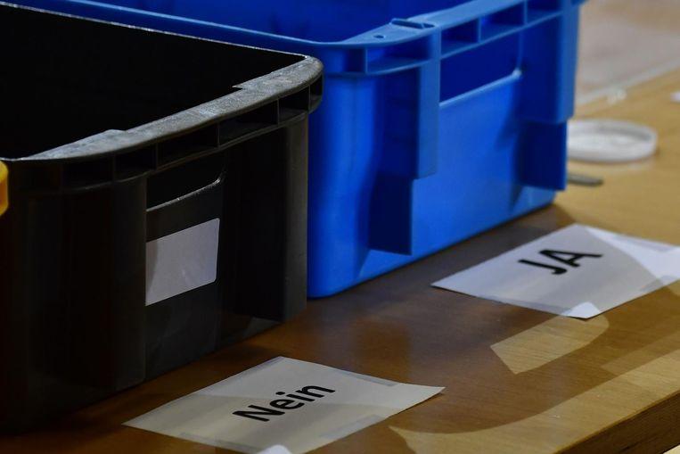 Kisten op het hoofdkantoor van de SPD, om de binnengekomen stemformulieren te sorteren. Beeld afp