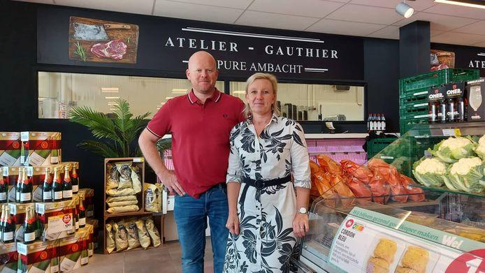 Gauthier Van Weehaeghe en Veerle Croubels in de nieuwe Proxy Delhaize in Meulebeke.