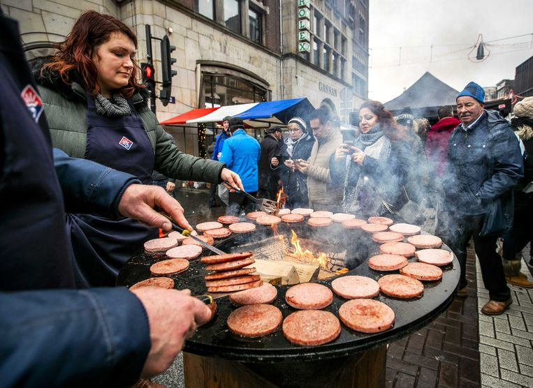 Iedereen lust wel een hamburger. Het brengt mensen samen, als je ze in alle soorten aanbiedt (archiefbeeld).