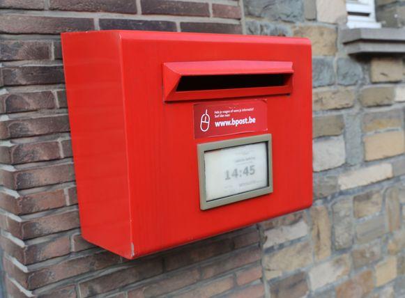 Rode brievenbussen verdwijnen stilaan uit het straatbeeld