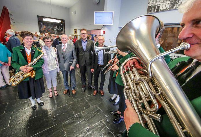 Dochtervereniging Ziltertaler Blaaskapelle eert De Zingende Sterren, een archiefbeeld van de 75ste verjaardag.