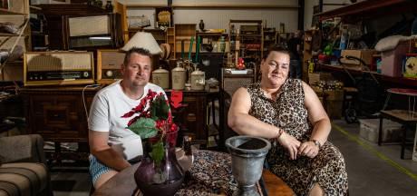 Dit kermisechtpaar overleeft de coronacrisis met een kringloopwinkel: 'Dat is onze redding geweest'