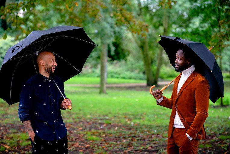 Initiatiefnemers Akwasi (rechts) en Gianni Grot van de nieuwe Omroep Zwart. De Raad van Cultuur pleit voor hun opname in het publieke bestel. Beeld ANP