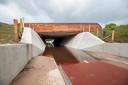 """De tunnel staat vol water, maar dat komt goed, verzekert de provincie Overijssel. ,,Op dit moment is er nog een tijdelijke pomp aangesloten die binnenkort wordt vervangen door definitieve pompen."""""""