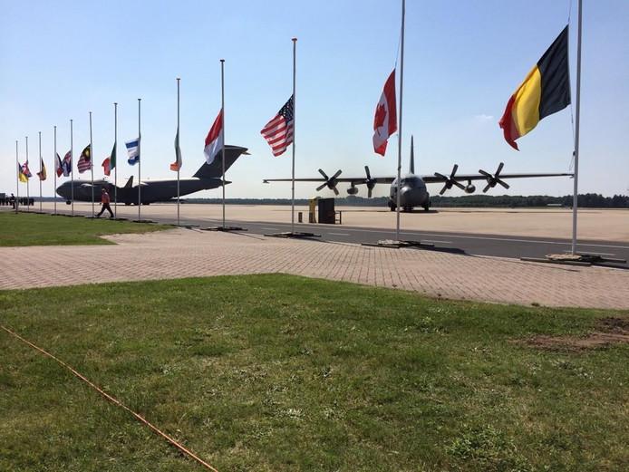 De militaire vliegtuigen op vliegbasis Eindhoven met de slachtoffers van de MH17.
