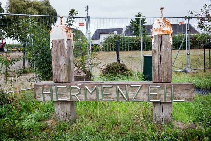 'Criminele'jachthaven Hermenzeil, die de gemeente Geertruidenberg heeft opgekocht en nu weer in de verkoop gaat doen.