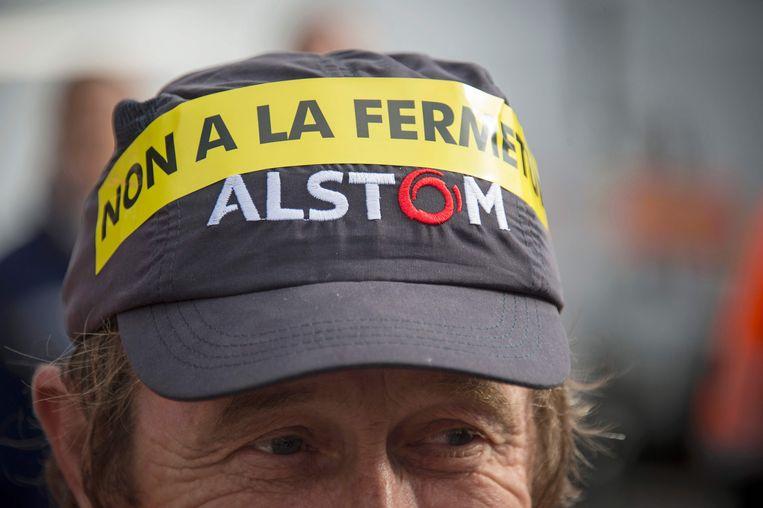 """""""Nee aan de sluiting"""" staat op de pet van deze man tijdens een demonstratie vandaag in Belfort, waar de wieg van treinbouwer Alstom staat. Door een gebrek aan orders wou de Alstom-top de fabriek in Belfort opdoeken."""