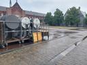 Ook Gent Jazz werd vandaag gedeeltelijk nog afgebroken, de hoge tafeltjes zwaaien het festival nog uit.
