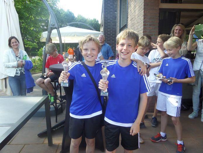 Finn de Boer en Chiel Sanders, allebei lid van het organiserende OLTC Ready, wonnen het dubbelspel in de klasse 8-14 jaar.