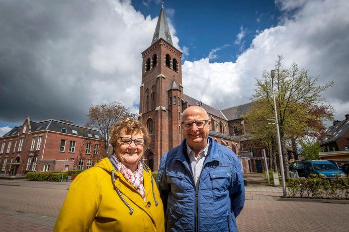 Fred en Lenie van der Heijden doen veel vrijwilligerswerk bij de Georgiuskerk in Kruisland.