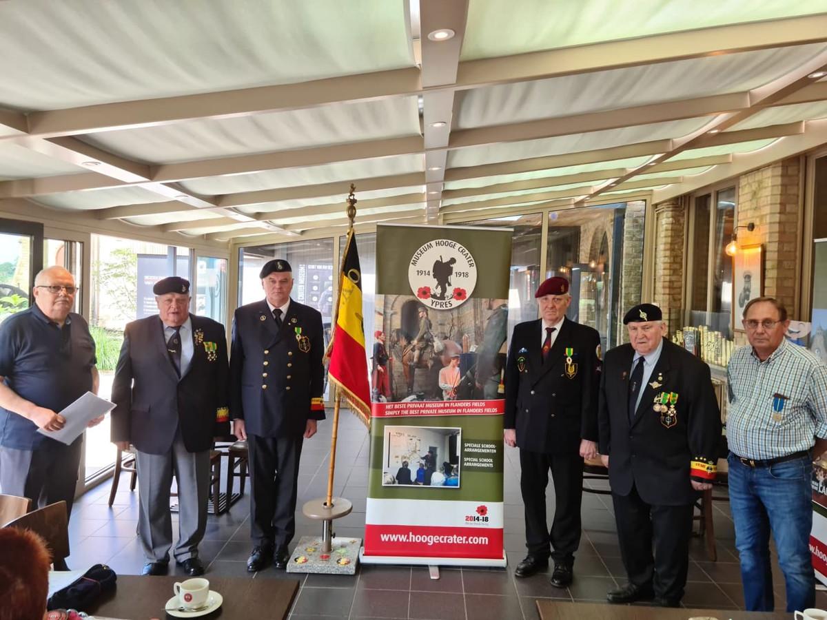 Enkele gewezen militairen die ofwel in Duitsland hebben gediend ofwel aan een buitenlandse missie deelnamen werden gedecoreerd.