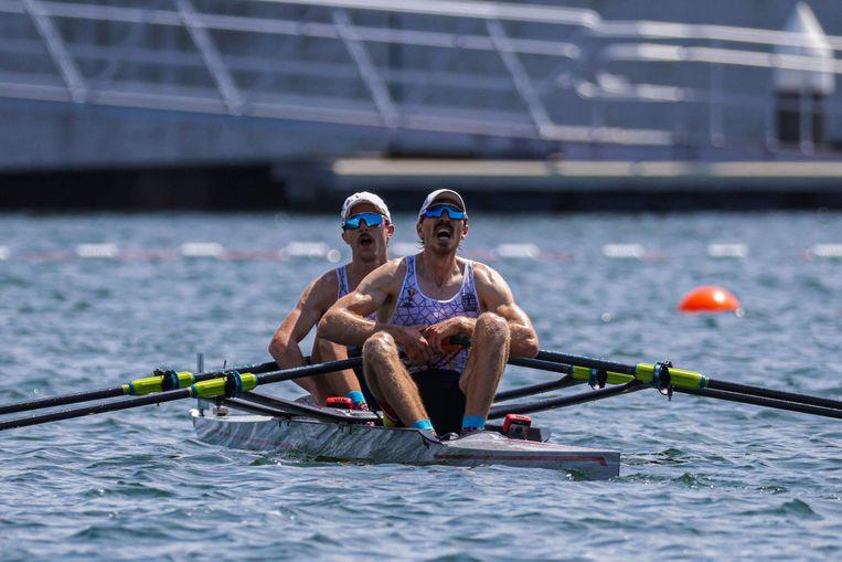 Niels Van Zandweghe (links) en Tim Brys (rechts) gingen tot het uiterste. Beeld Photo News