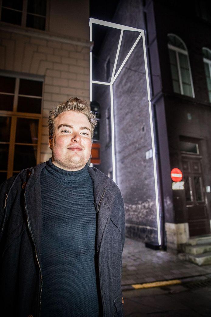 Gino Dierickx bij zijn 'Missing House'.