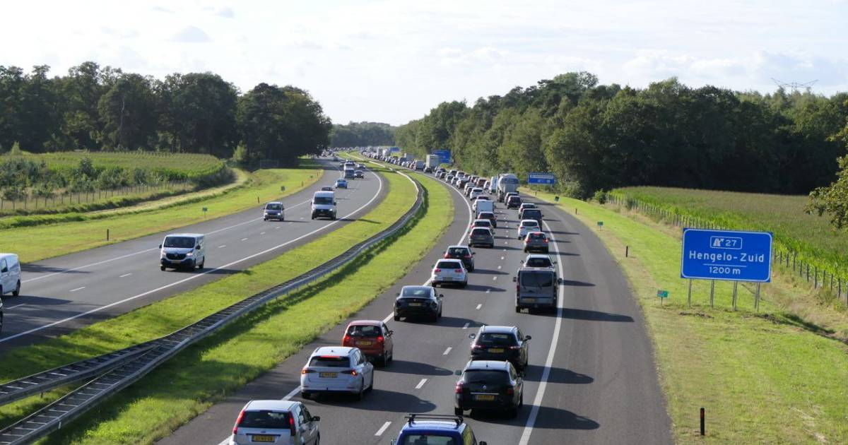 Kilometerslange file op A35 tussen Enschede en Hengelo na ongeluk.