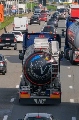 """Vlaanderen heeft 5.000 vrachtwagenchauffeurs tekort: """"Wij moeten zelfs gepensioneerden bellen om ritjes te doen"""""""