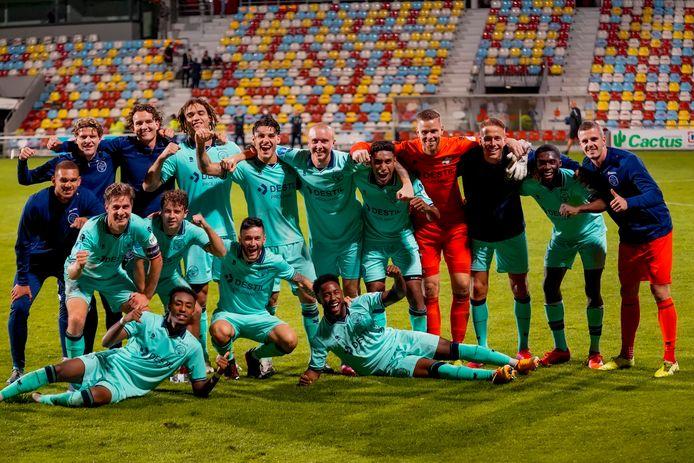 Willem II viert de 0-5 overwinning in Luxemburg op Progrès Niederkorn in de voorronde van de Europa League.