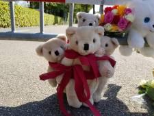 Oss rouwt na spoordrama: vlaggen halfstok, bloemen en knuffels bij plaats ongeval