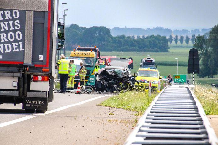 Bij het ongeluk op de Eilandbrug kwamen twee personen om het leven.