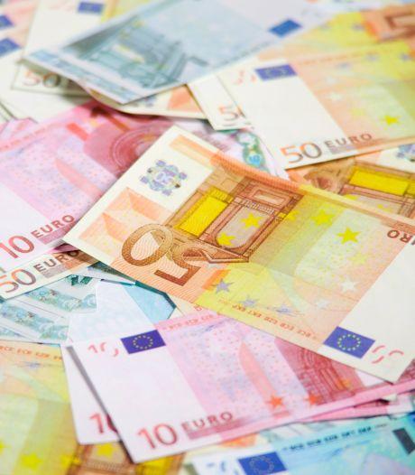 Un chauffeur de bus récupère 40.000 euros en liquide dans son véhicule