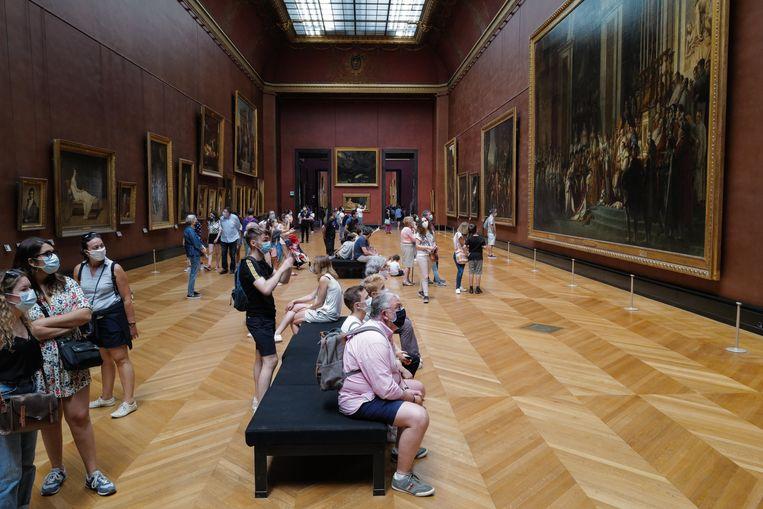 In het Louvre in Parijs is een mondmasker verplicht. Beeld Photo News