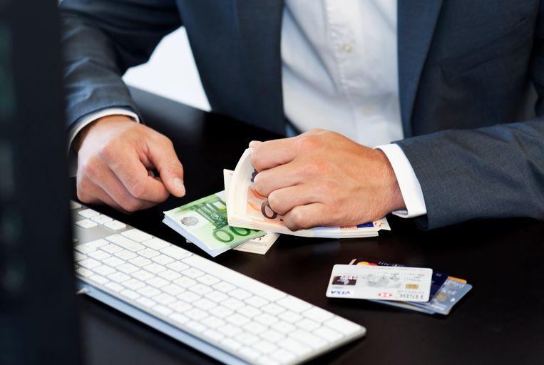 De Vlaamse overheid probeert 15 miljoen euro aan bedrijfssubsidies terug te krijgen. Sinds 2010 is er nog geen enkele euro terugbetaald. Ofwel kon de Vlaamse overheid niet tussenkomen in juridische beroepsprocedures ofwel gingen de betrokken bedrijven failliet of was er geen geld meer.