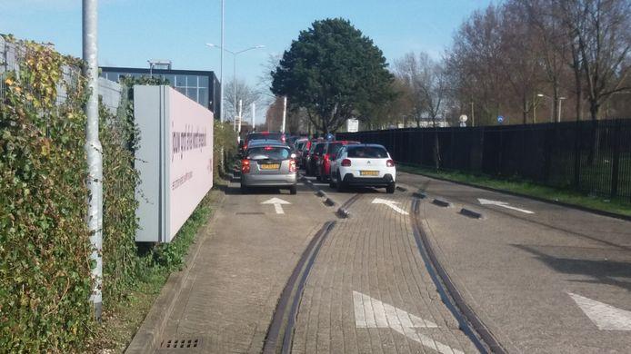 Voor het afvalbrengstation in Dordrecht is het wachten geblazen.