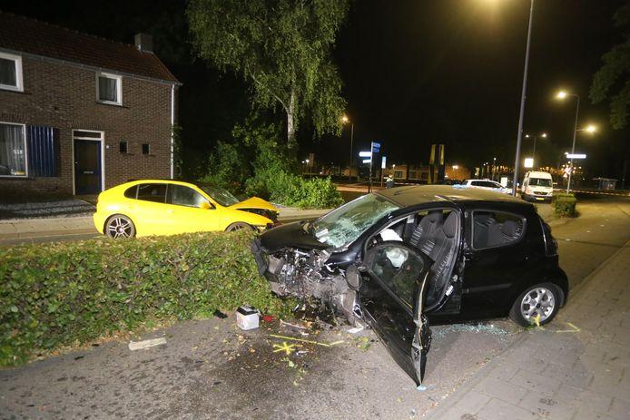 Auto botst frontaal op tegenligger in Rosmalen.