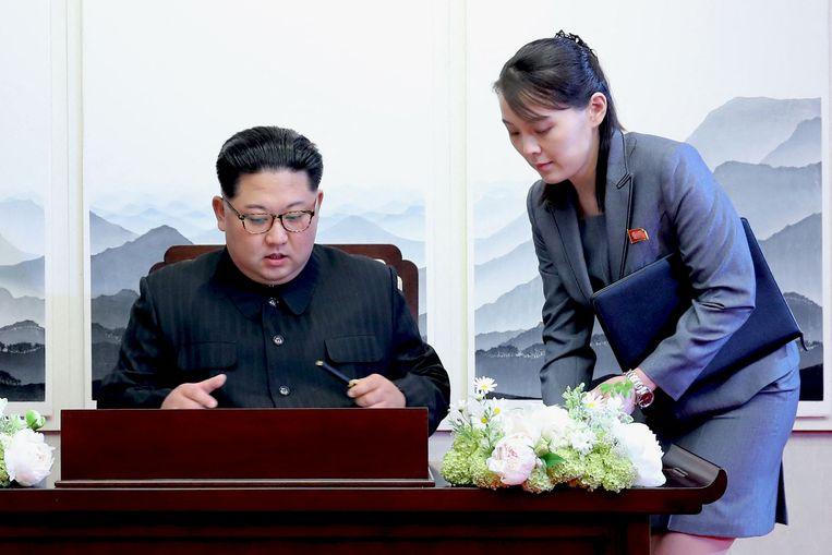 De Noord-Koreaanse leider Kim Jong Un (links) en zijn zus Kim Yo Jong in 2018. Beeld AFP