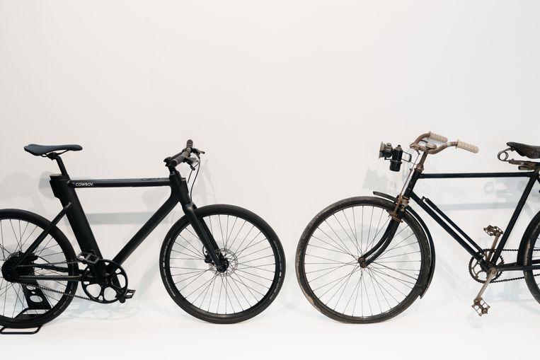Oud ontmoet nieuw in het Velomuseum: rechts een eeuweling, links een hippe e-bike. Beeld Wouter Van Vooren