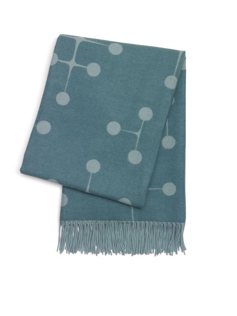Wollen dekens van Eames voor Vitra, € 349. Beeld