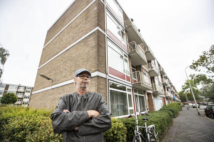 """Voorzitter Ronnie Bakker van bewonerscommissie Oost-Boswinkel. """"Het was mooier geweest als beide corporaties gelijk waren opgetrokken. Dan was de hele wijk al klaar geweest."""""""