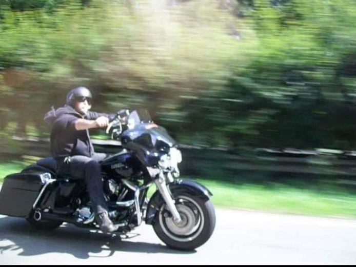 De Harley van Jan Kopczynski werd gestolen, maar later teruggebracht uit spijt.