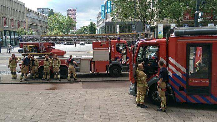 De brandweer stond op de stoep van het stadhuis
