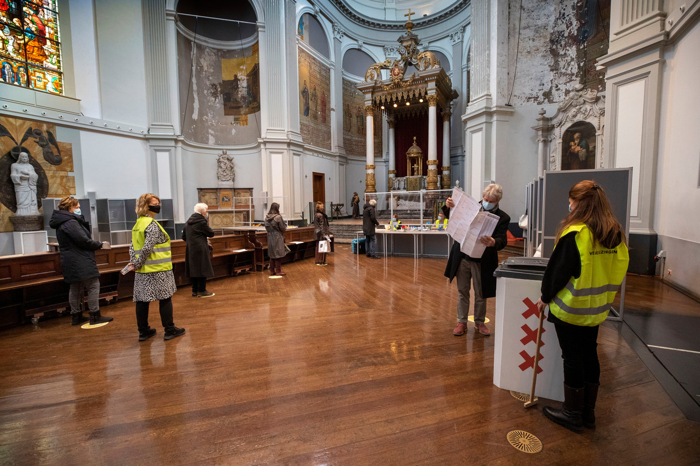 Kerkgebouw De Duif in Amsterdam is een stembureau geworden.