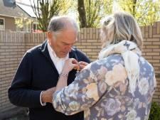Jan Daem, die anderen helpt hun rouw te verwerken, draagt het eigen lintje op aan zijn overleden dochter