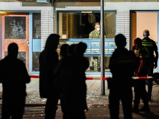 Frans (72) zat 'met zijn kop tegen het plafond' na explosie bij flat Kanaleneiland: 'Ik ben ontzettend geschrokken'