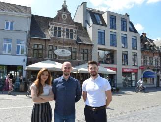"""12 jaar bij Amadeus, nu zet Klodjan (32) 'Premium ribs' op menu van de Groene Poort: """"Klanten als échte familie ontvangen"""""""