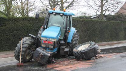 Oplegger knalt tegen tractor