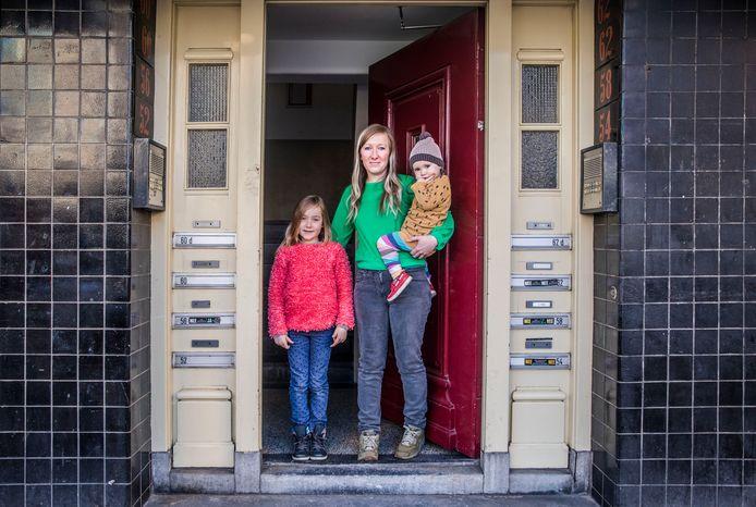 Wonen in een kleine studio in de Torenstraat: v.l.n.r. Nika, Dorien en Aila.